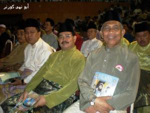 Dari kanan - Tim Supt Hj Abd Latif Ibrahim (ADC TYT) dan C/Insp Abd Lamat (CSO Istana)