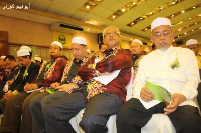 Dari kiri Cikgu Kadarisman (SU BPPNS), Ust Nasaruddin Tantawi (Timbalan DPPP), YB Ust Zaki Ibrahim (Bendahari DPPP), YB Dato' Hj Mahfuz Omar (Ketua Penerangan PAS Pusat) dan Hj Muhammad Abdullah (Pesuruhjaya PAS Sabah)