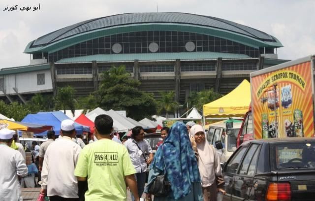 PAS 4 ALL. Lihat bentuk Stadium Malawati dan baju T orang berkenaan..