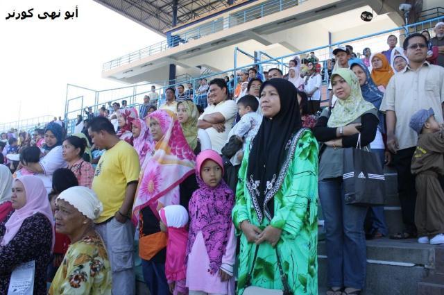 Berdiri bersama untuk lagu Negaraku, Sabah Tanahairku & lagu PASTI
