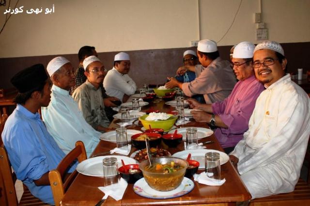 Menjamu selera di Restoran Sri Sipitang. Terima kasih Imam Rafaee