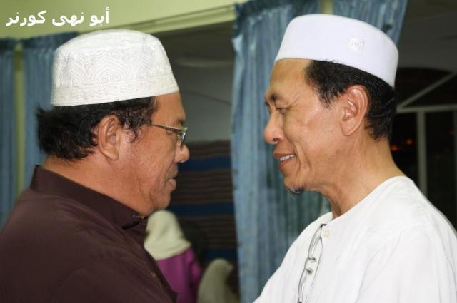 Tuan Hj Sapawi Thussin, pengerusi surau disifatkan pemimpin yang begitu terbuka dengan program-program surau. Beliau juga begitu terasa kehilangan seorang setiausaha yang banyak berjasa.