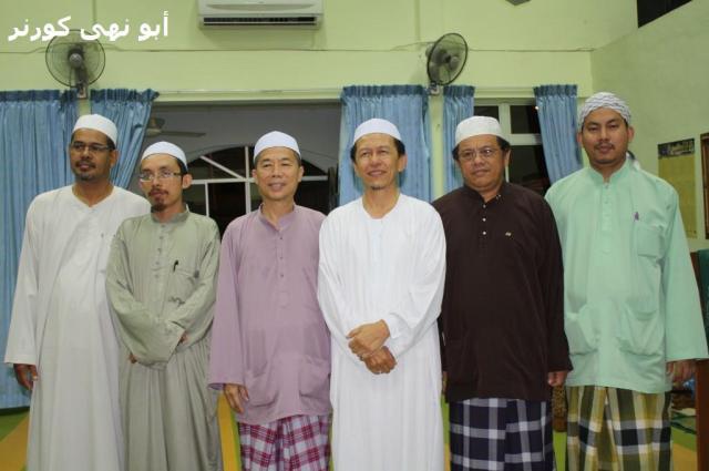 Antara tenaga utama surau ini. Dari kiri Hj Ruslin, Ust Azam, Hj Fauzi How, Hj Omar, Hj Sapawi dan Ust Mad.