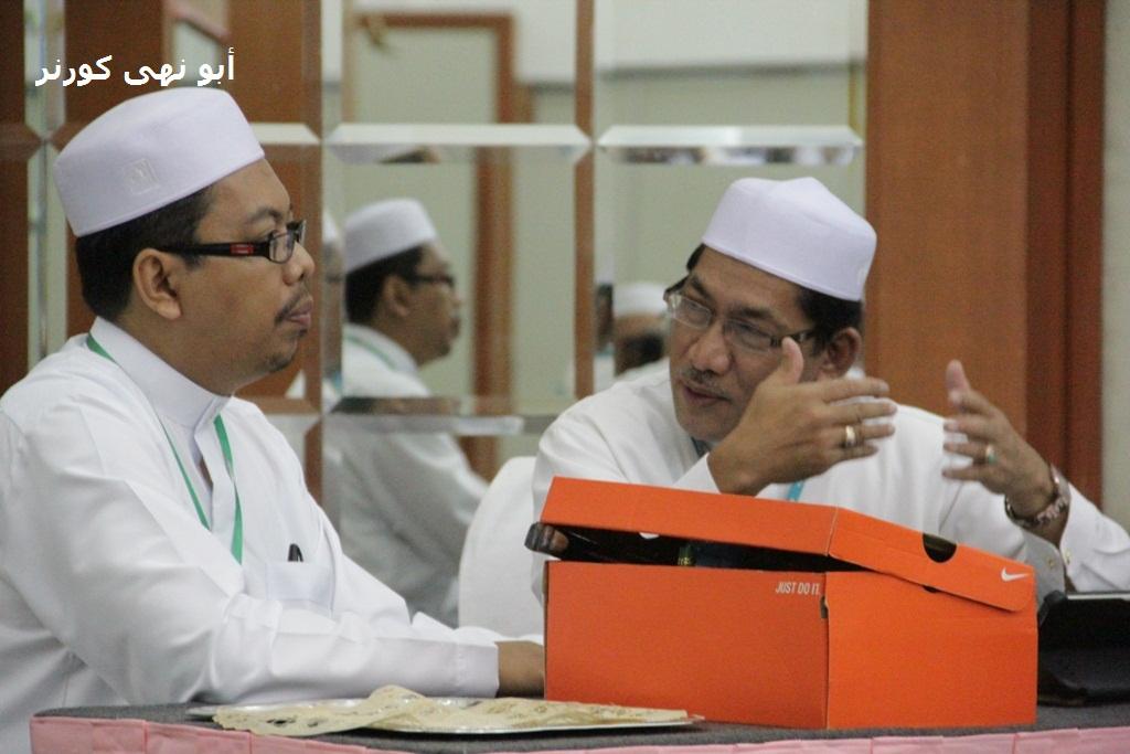 Ustaz Ahmad Nasir selaku pengarah program dan Tuan Haji Makhtar selaku